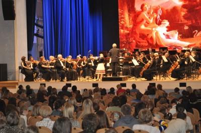 Выступление лицеистки со сцены областной филармонии